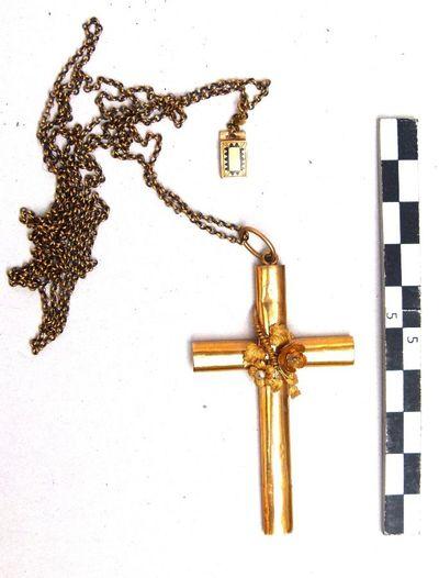 gouden ketting afgerond kruis