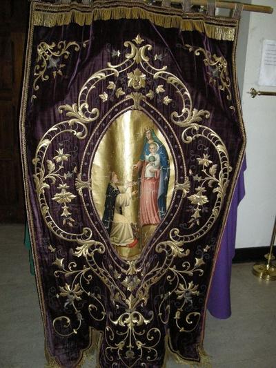 processievaandel van de broederschap van de heilige Rozenkrans