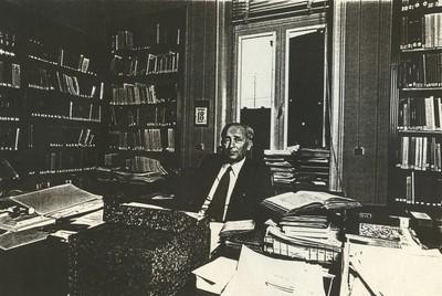 Carlo Valkenborgh (°1957), portret Dr. Jozef Grauwels, 1982, papier.
