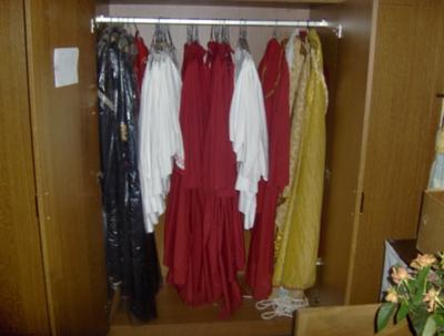 kast met kleding
