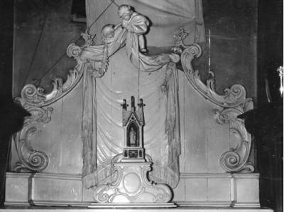 altaar, troon, expositie-/ altaartroon; altaar opgesteld achter het hoofdaltaar