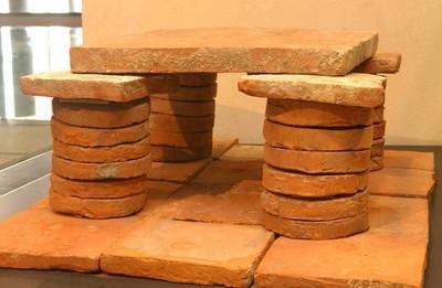 Hypocaustumtegulae (16 ronde, 24 bessales en 1 bipedalis) in terracotta
