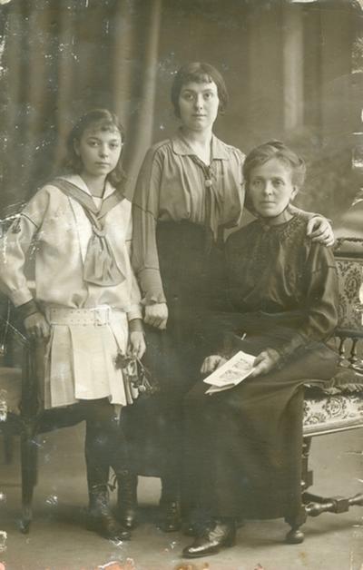 Studioportret van een gezin.