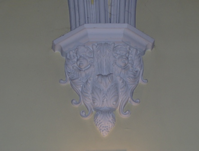 muurornament onderaan zuil