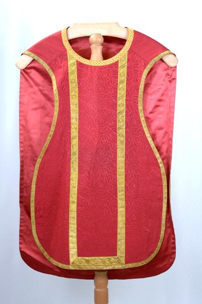 Rood kazuifel en stola