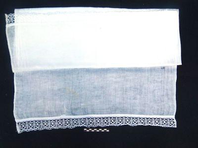 1 altaarkleed - altaardwaal in damast en kant: