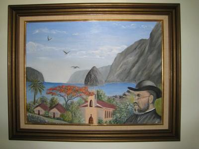 Landschap van Molokai met Sint-Filomenakerk en portret van Damiaan