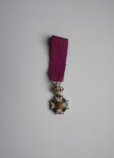 Anoniem, miniatuur van erekruis van Ridder in de Orde van Leopold I, uitgereikt in 1952 aan burgemeester Bollen, zilver en email.