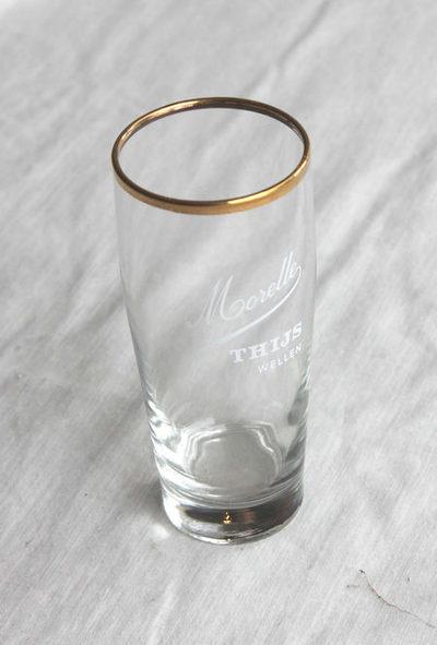 Glas van brouwerij Thijs te Wellen om Morellebier in te schenken