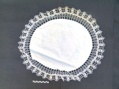 ovale onderlegger voor oa kelk in linnen en kant: