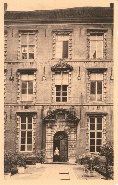 Halle - vooraanzicht Oud-Jezuïetencollege, ca. 1920-35