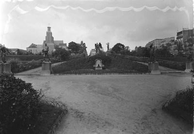 Jardin botanique de Bruxelles : Corbeilles diverses et statue #0002