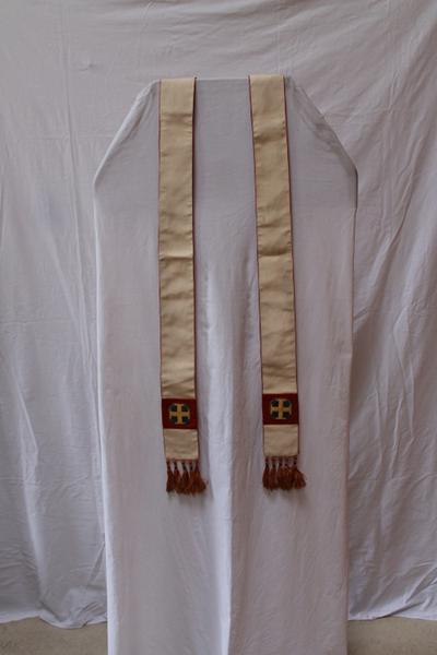 Een wit/bruine stola