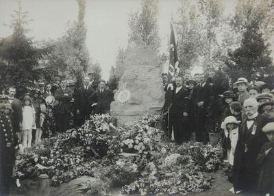 Anoniem, foto van de inhuldiging van het monument van Frans Massy op het Oud Kerkhof te Hasselt, s.d., fotopapier.