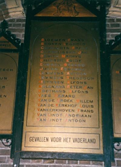 gedenkplaat voor gesneuvelden 1914-1918 van de parochie