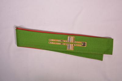 Stola voor dubbel gebruik: rood en groen