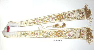 stola - ceremoniestola in beige zijde, gouddraad, borduursel met opschrift: ecce panis angelorum factus cibus viatorum