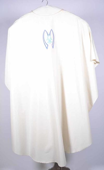 Wit kazuifel met stola