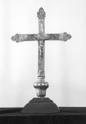 kruis op het altaar