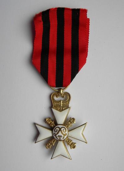 Anoniem, burgerlijke decoratie Ie Klasse voor Trouwe Dienst in de Administratie, gouden kruis uitgereikt aan burgemeester Bollen in 1960, verguld metaal en email.