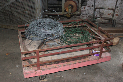 Karretje om strooppotten op te plaatsen om af te koelen alvorens het deksel op de potten wordt gedaan
