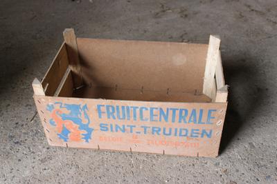 Kist van de Fruitcentrale in Sint-Truiden om appels en peren te verpakken