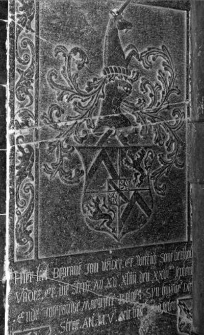 Grafsteen van Bartholomeus Vander Ee en echtgenote Kateline 't Serclaes en zoon Jan Vander Ee en echtgenote Margriete Roloffs