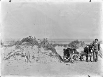 Westkunst, de fotografische uitrusting van Jean Massart, geladen op de ezelskar van Désiré Coppillie uit Koksijde #2086