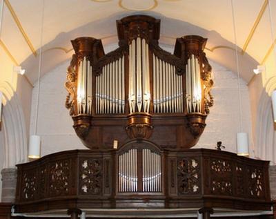 doksaal waarop het orgel gemonteerd is