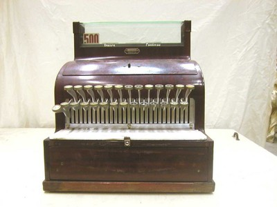 A.G., Kasregister / kassa van hotel Schoofs, ca. 1920, hout, glas.