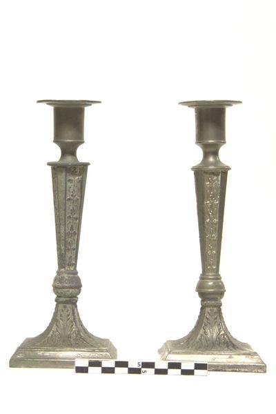 2 kandelaars in brons
