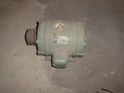 Groen geverfde motor van de strooppers