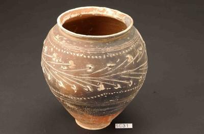 Volledige beker in geverfd aardewerk (GV)
