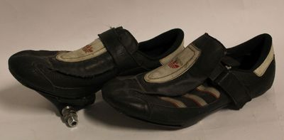 Schoenen wielrenner, met kliksysteem met bijhorende pedalen.