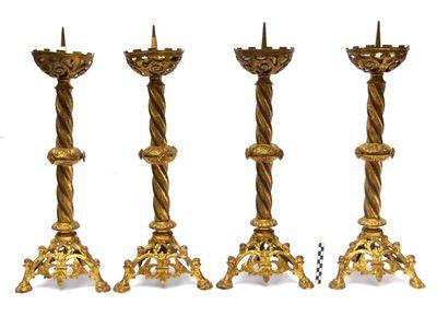 4 altaarkandelaars in geelkoper