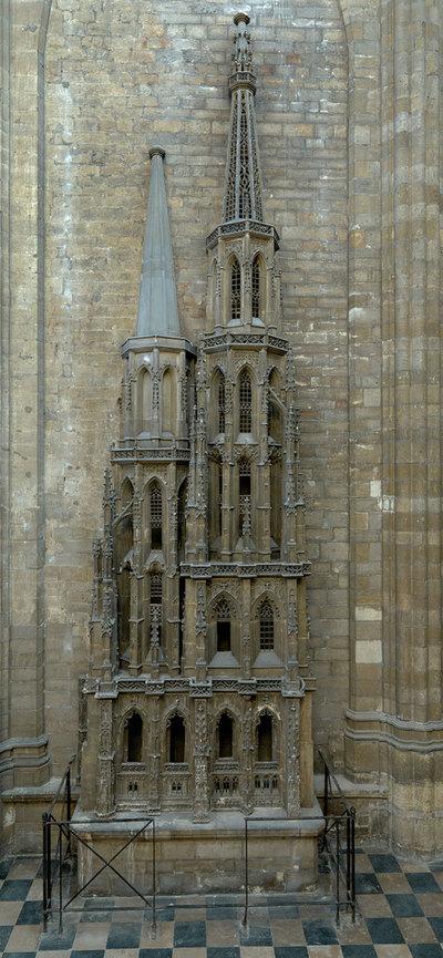 Maquette van de westtorens van de Sint-Pieterskerk