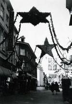Foto: straatversiering: Hoogstraat - Demerstraat (Virga Jessefeesten, Hasselt, 1947)