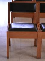 182 kerkstoelen