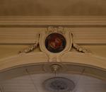 Reliëfornament met wapenschild