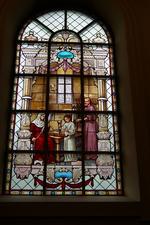 Glas-in-loodraam 'de Heilige Familie'.