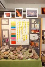 Afbeeldingen en teksten over het ontstaan van de mens