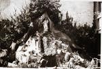 Foto: straatversiering: Onze-Lieve-Vrouw Hulp in Nood Kolenkaai (Virga Jessefeesten, Hasselt, 1947)
