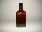 Vierkante bitterfles in bruin glas, ca. 1900-1920