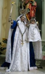 Twee kronen, rijksappel, scepter en rozenkrans