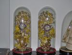 glazen stolp met bloemen (twee stuks)