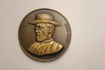Een bronzen gedenkpenning bij de zaligverklaring van Pater Damiaan