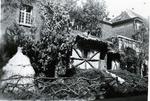 Foto: straatversiering: Huisje van Hendrik, eerste inwoner van Hasselt: Minderbroedersstraat (Virga Jessefeesten, Hasselt, 1947)