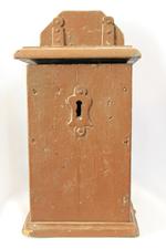 Eenvoudig houten collectebus