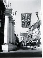 Foto: straatversiering: Demerstraat (Virga Jessefeesten, Hasselt, 1947)