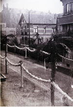 Foto: straatversiering: Toekomststraat (Virga Jessefeesten, Hasselt, 1947)
